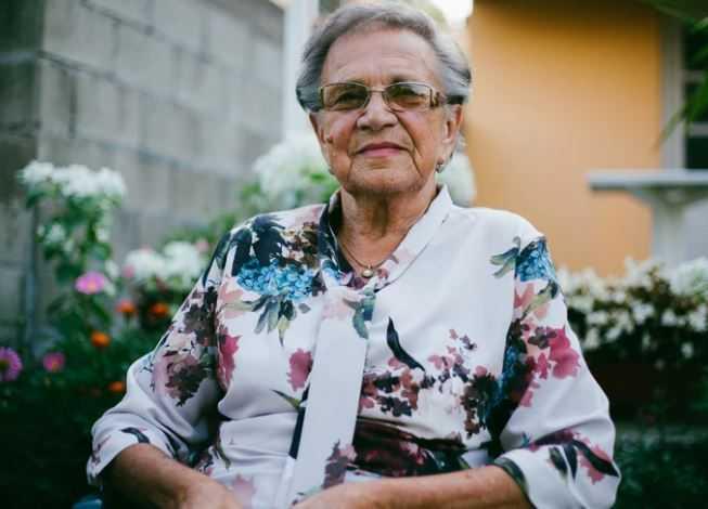 Babcia zaopiekowała się porzuconym wnukiem. Chłopiec podziękował jej w najpiękniejszy sposób
