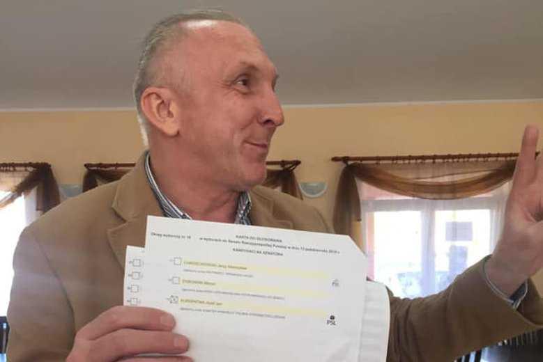 Był kandydatem KO do Sejmu. W tej komisji dostał okrągłe zero głosów, chociaż głosował na... siebie