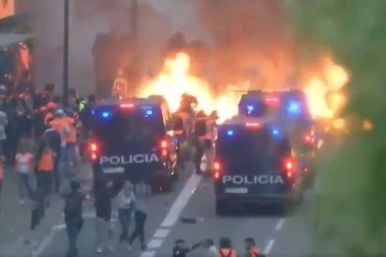 Barcelona płonie. Na ulice wyszło ponad pół miliona osób, brutalne starcia z policją