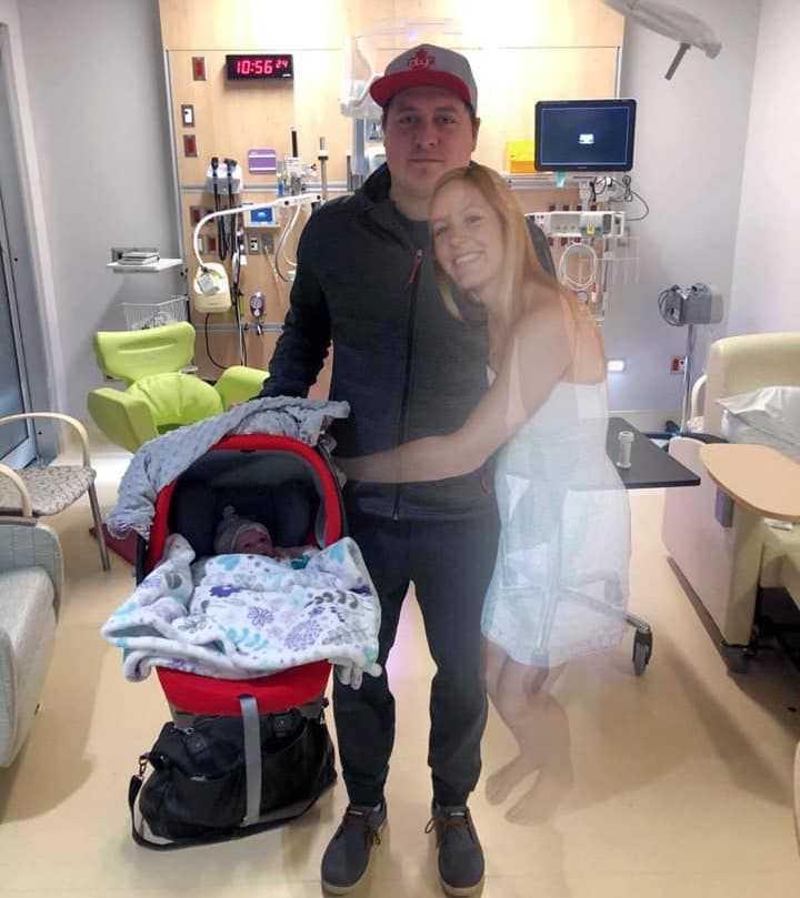 To nie jest zwykłe zdjęcie z porodówki. Wiąże się bowiem z tragedią, jaka dotknęła tę rodzinę