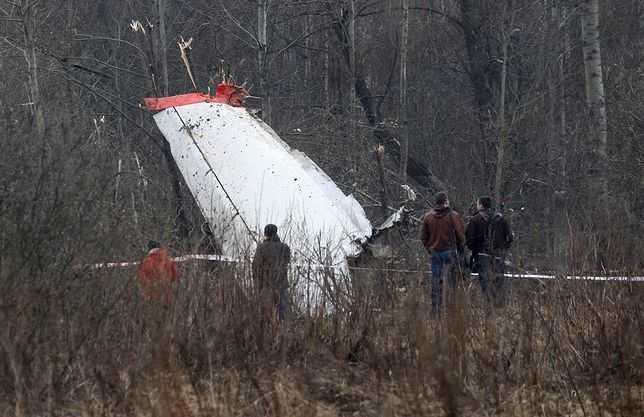 Śledczy badają wrak Tupolewa. Dziennikarze są odcięci od informacji