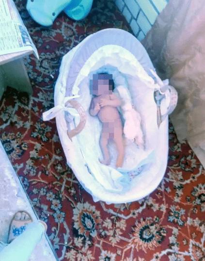 Matka wystawiła córeczkę na balkon podczas mrozu. Jej zdjęcie wysłała byłemu mężowi