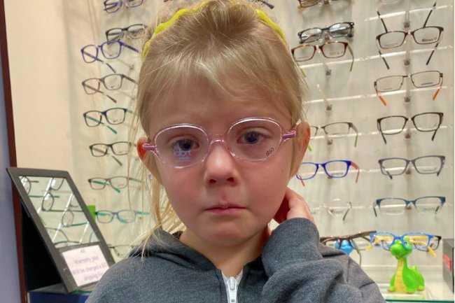 6-latka nie znosiła swojego odbicia w lustrze. Pomysł jej wujka wzruszył tysiące internautów