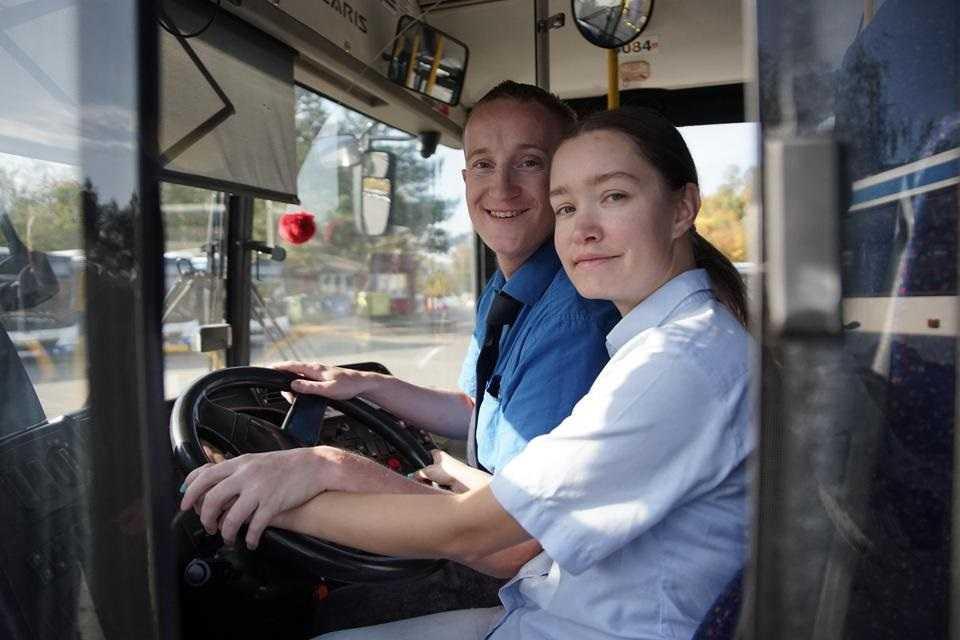 Oboje jeździli autobusami. Teraz wzięli ślub