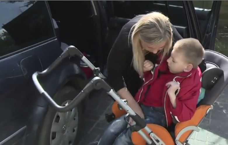 """Rodzice apelują do złodzieja, który okradł ich chorego syna: """"Oddaj samochód i wózek, nie będzie kary"""""""