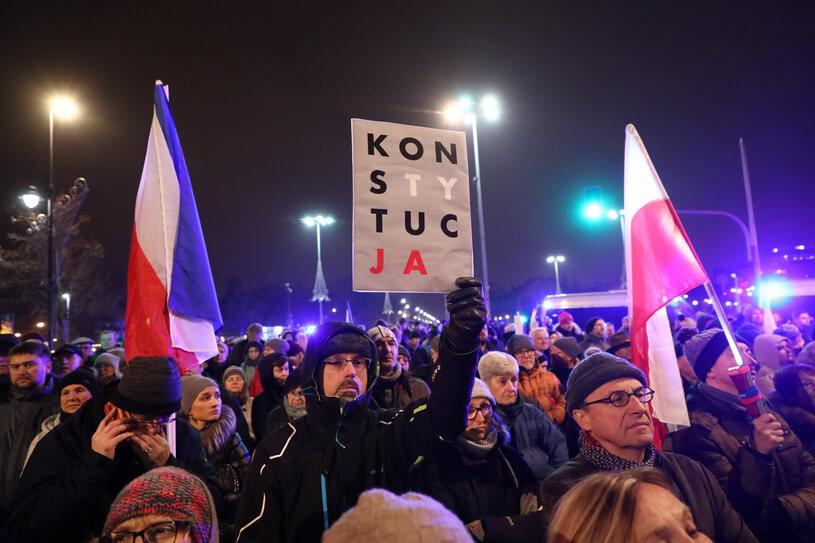 Protesty po zawieszeniu sędziego Juszczyszyna