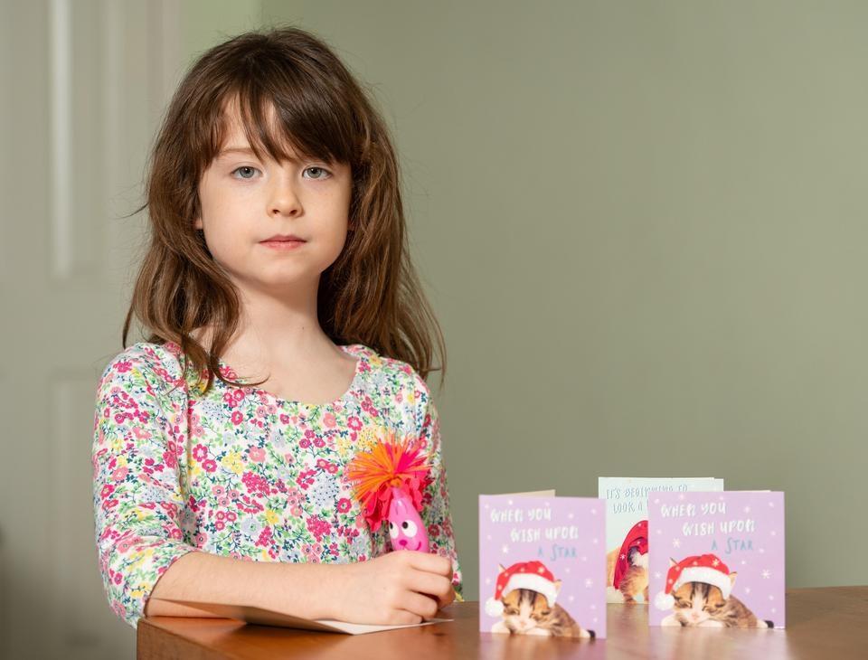 Dziewczynka kupiła kartkę świąteczną. W środku był list z szokującą treścią