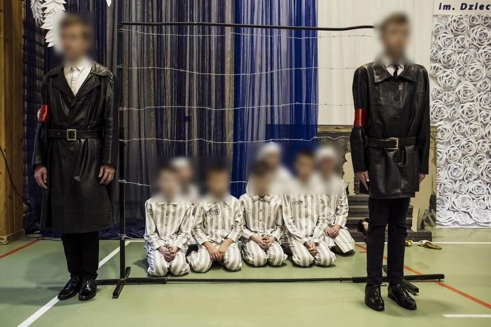 Dzieci gazowały dzieci na oczach księży, rodziców i nauczycieli. Szokujący teatrzyk szkolny