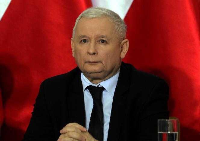 Jarosław Kaczyński był nielubiany przez ojca? Szokujące fakty ujrzały światło dzienne