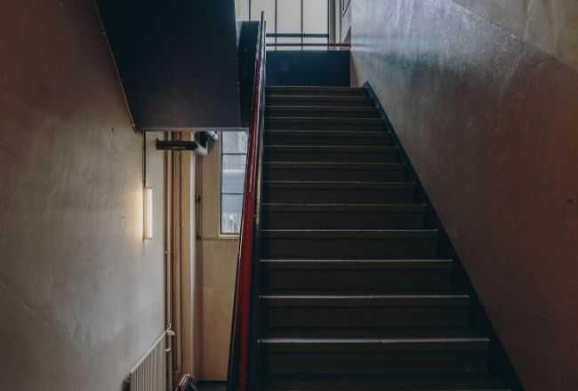 14-miesięczny chłopiec porzucony na klatce schodowej. Zostawiono przy nim liścik, a w nim tylko trzy słowa