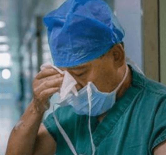 Lekarz mógł spotkać się z umierającym ojcem lub ratować życie pacjenta. Podjął najtrudniejszą decyzję w życiu