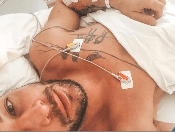 """Gwiazdor TVN miał poważną operację. Opublikował zdjęcie ze szpitala """"Dni bólu i cierpienia"""""""