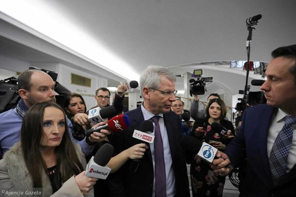 """Tak PiS reaguje na Komisję Wenecką. """"Prywatna wizyta, narusza konstytucję i statut samej komisji"""""""