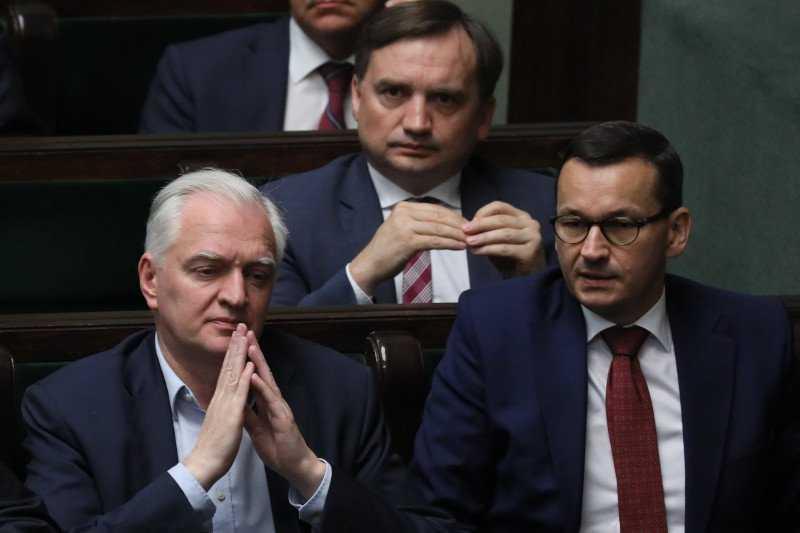 """13 """"prawd"""" PiS-u o praworządności w Polsce, które z prawdą mają niewiele wspólnego"""