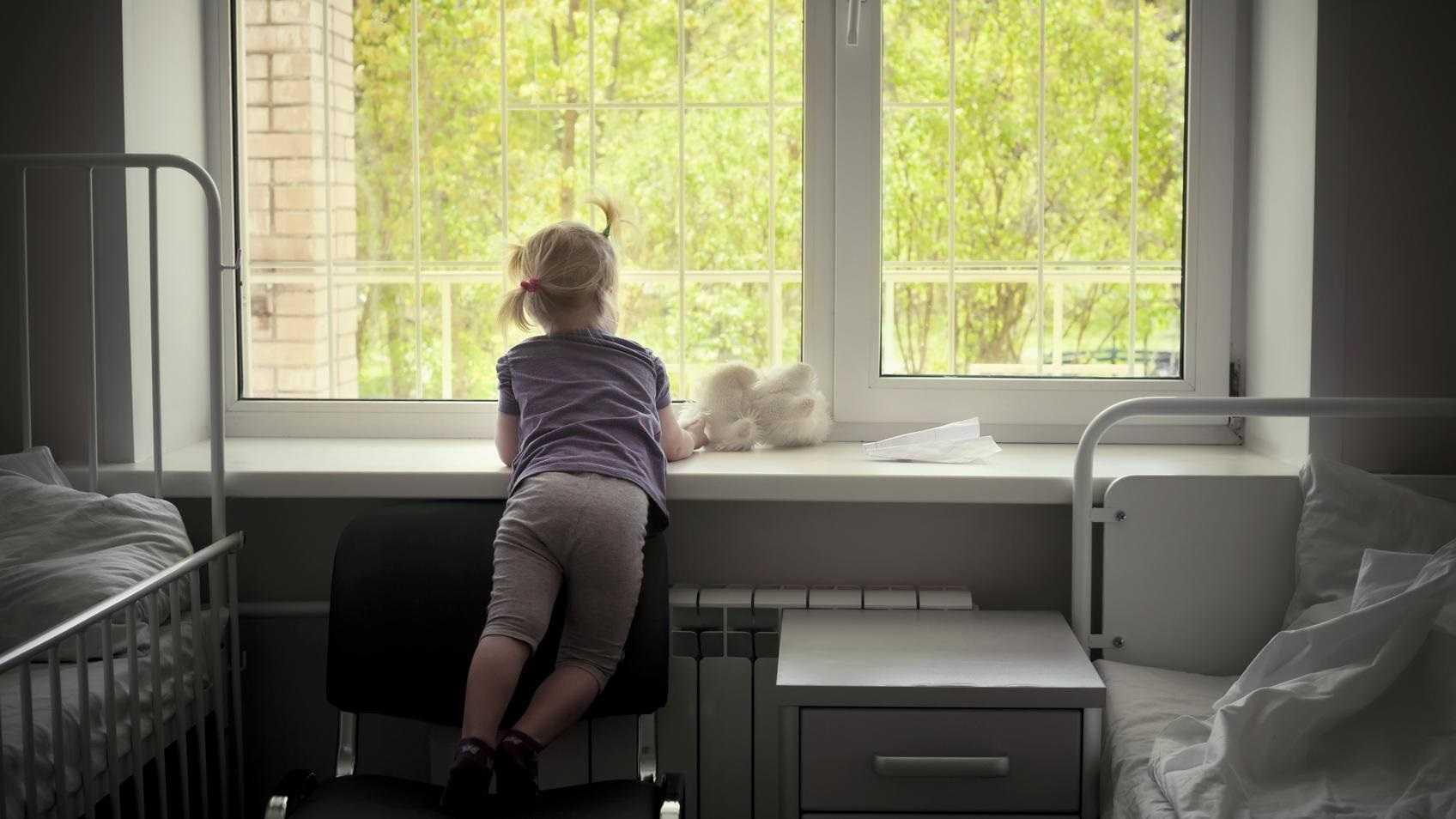 """Psychiatria dziecięca cierpi przez koronawirusa. """"Pacjenci zostali sami"""""""
