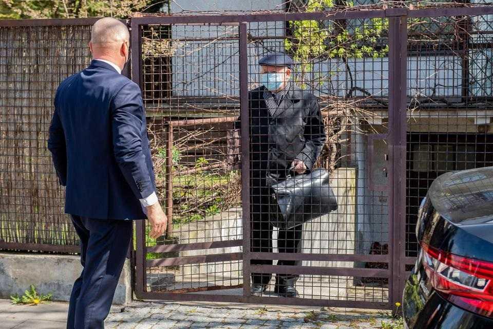 Kaczyńskiemu groziła sroga kara. Zobaczcie, co stało się z jego furtką!