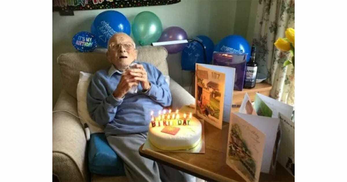 Bohater II wojny światowej obchodzi sam 107 urodziny, ponieważ nikomu nie wolno odwiedzać domu opieki – życzmy mu wszystkiego najlepszego