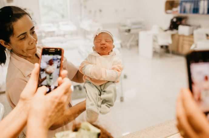 Rodzice dali dziecku odbierające mowę imię. Twierdzą, że to ich wkład w walkę z koronawirusem, ręce opadają