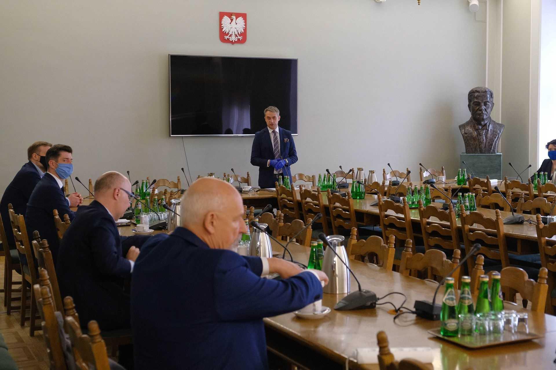 Ustawa ws. wyborów prezydenckich. Okrągły stół polityków wszystkich partii w Sejmi