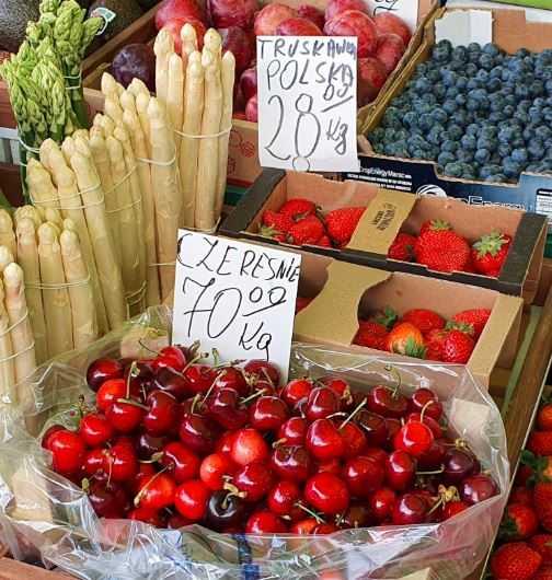 Nie tylko za truskawki zapłacimy więcej niż zwykle. Cena czereśni przyprawia o zawroty głowy, musieliśmy spojrzeć dwa razy
