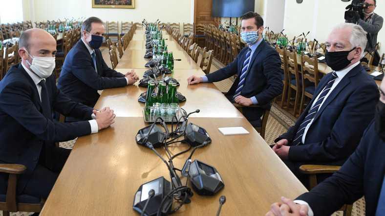 """Oszukani przez Gowina? """"Chciał nas dać Kaczyńskiemu na tacy"""""""