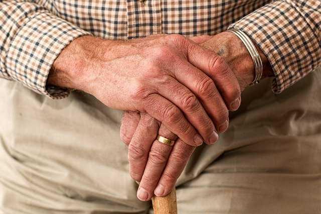 Seniorzy bez konta w Internecie nie dostaną darmowych leków. Ważny apel do rządu
