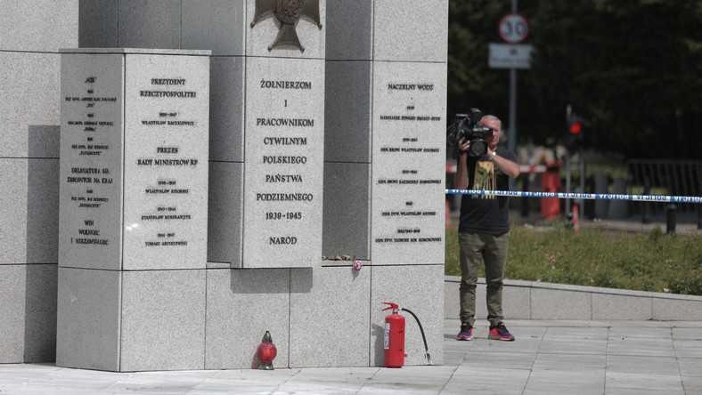 Przed Sejmem podpalił się mężczyzna. Zabrało go pogotowie