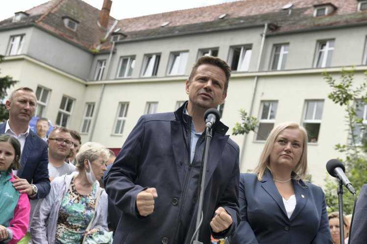 """""""Obiecał uratować szpital, ale zero reakcji"""". Trzaskowski wraca do niespełnionej obietnicy Dudy"""