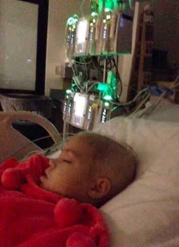 Rodzice żegnali się z umierającą córeczką. Nagle otworzyła oczy i wypowiedziała słowa, których nie zapomną do końca życia