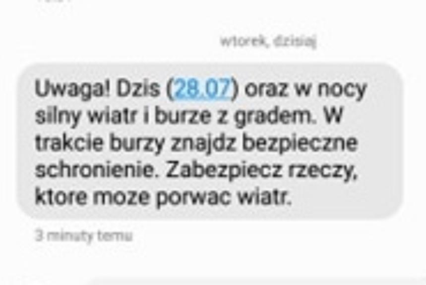 Polacy masowo otrzymują dzisiaj pilnego rządowego SMS-a. Jego treść budzi grozę