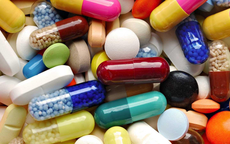 Dramat! Brakuje leków i szczepionek. Zdesperowani pacjenci jeżdżą za granicę