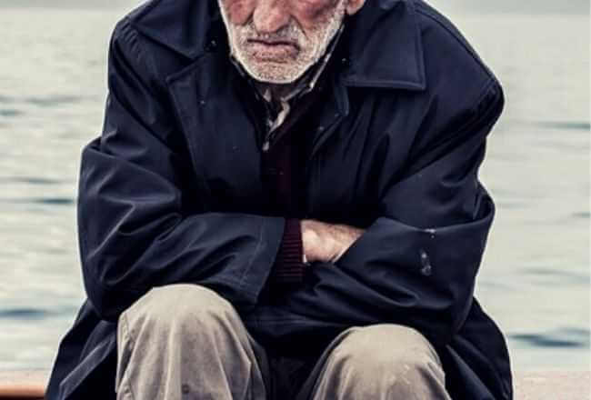 Dziadek zadzwonił na policję i powiedział, że popełni samobójstwo. Na miejscu zdarzenia policjanci znaleźli list