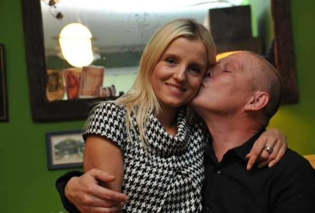 Mało kto widział żonę Krzysztofa Jackowskiego. Jest młodsza o 19 lat i przepiękna