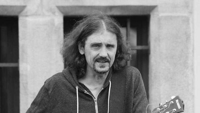 Gienek Loska nie żyje, muzyk miał 45 lat. Pogrzeb odbędzie się dziś