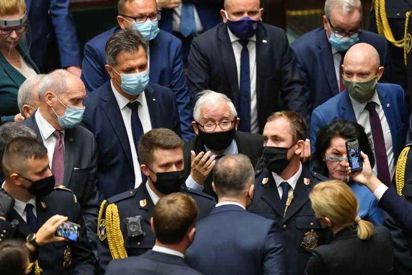 Protest posłanek Lewicy. Marszałek Terlecki wezwał straż marszałkowską