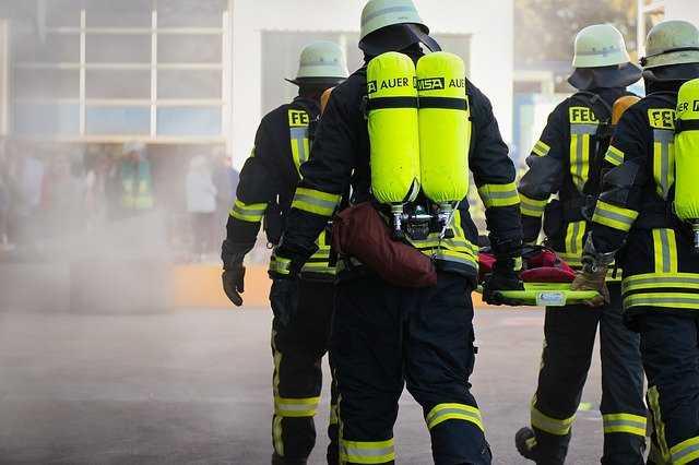 """Wybuch gazu w Puławach. Nie żyje jedna osoba. """"Wstrząs odczuwalny w promieniu kilkuset metrów"""""""