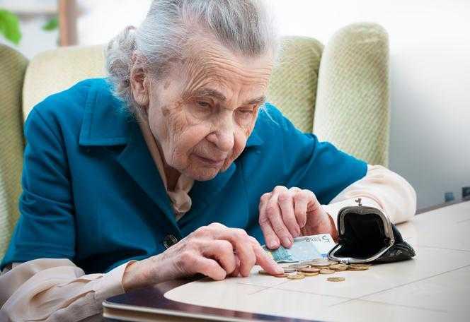 Nowa SUPERWALORYZACJA rent i emerytur. Emeryci mogą dostać JESZCZE więcej