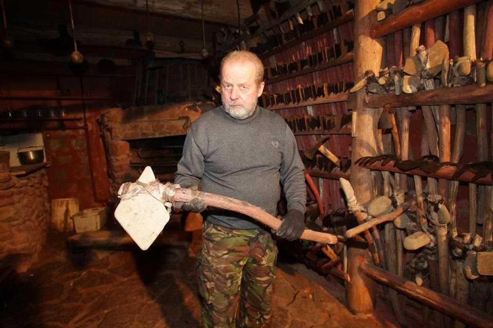 Nie żyje Adolf Kudliński. 30 lat robił zapasy, by przeżyć koniec świata