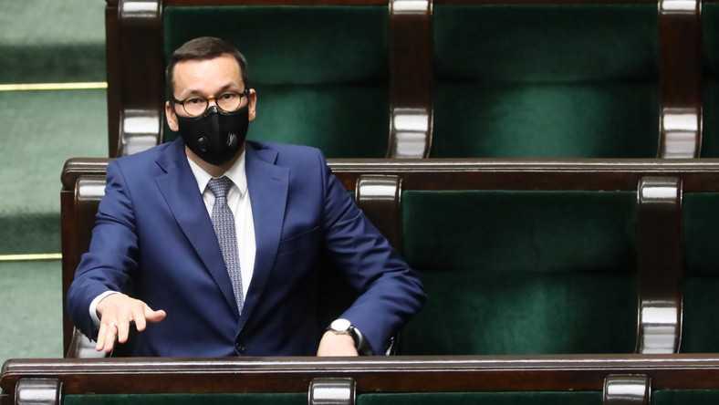 """Morawiecki o """"godzinie policyjnej"""" 31 grudnia. """"Zabawa sylwestrowa nie w tym roku"""""""
