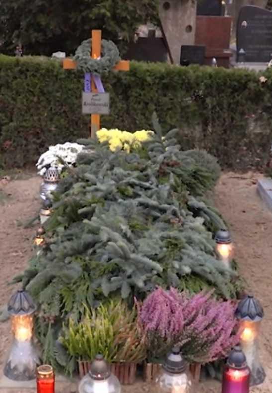 Niewiarygodne, jak dzisiaj wygląda grób śp. Pawła Królikowskiego. Mamy onieśmielające zdjęcia