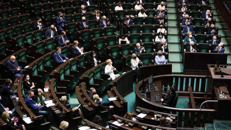 Kolejny gorący dzień w kraju. Debata w Sejmie oraz protesty rolników i kobiet