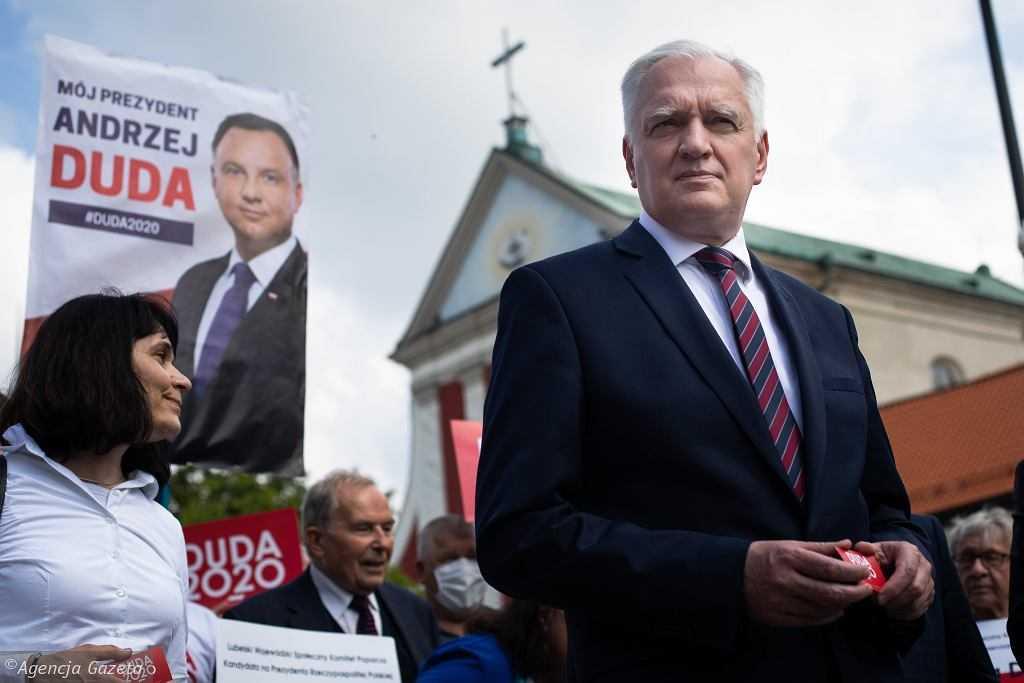 """Nieoficjalnie: Andrzej Duda ma rozmawiać z Gowinem ws. prawa aborcyjnego. Chcą """"przerwać napięcia"""""""