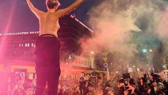 Znana aktorka świeciła biustem na strajku kobiet. Zdjęcie w tempie błyskawicy obiegło całą Polskę