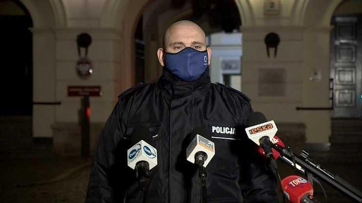 Barbara Nowacka spryskana gazem. Policja pokazuje nagranie z kamery na mundurze