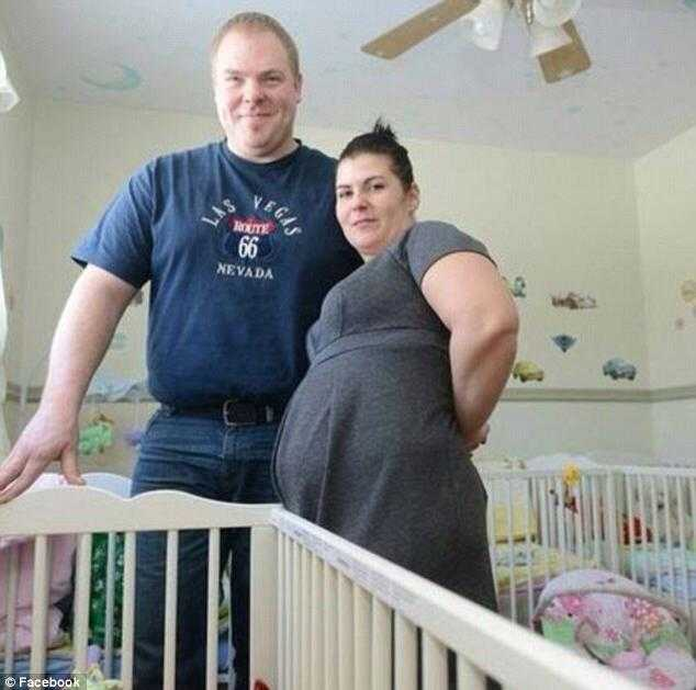 Przyszły tata pędzi z dziewczyną na salę porodową, aby urodziła pięcioraczki – położna odkryła wielkie kłamstwo