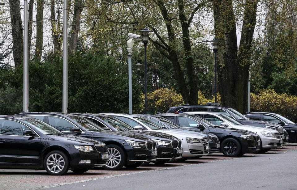 Pandemia, rekordy zakażeń. A rząd kupuje 308 nowych samochodów