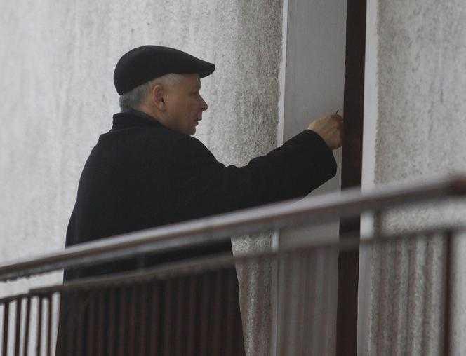 Mówili, że Kaczyński ma romans z pielęgniarką. Prawda okazała się zupełnie inna. Prezes musiał o tym powiedzieć