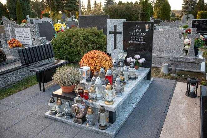 5 lat temu przez kilka miesięcy szukała ją cała Polska. Dziś na grobie Ewy Tylman widać poruszające zdanie