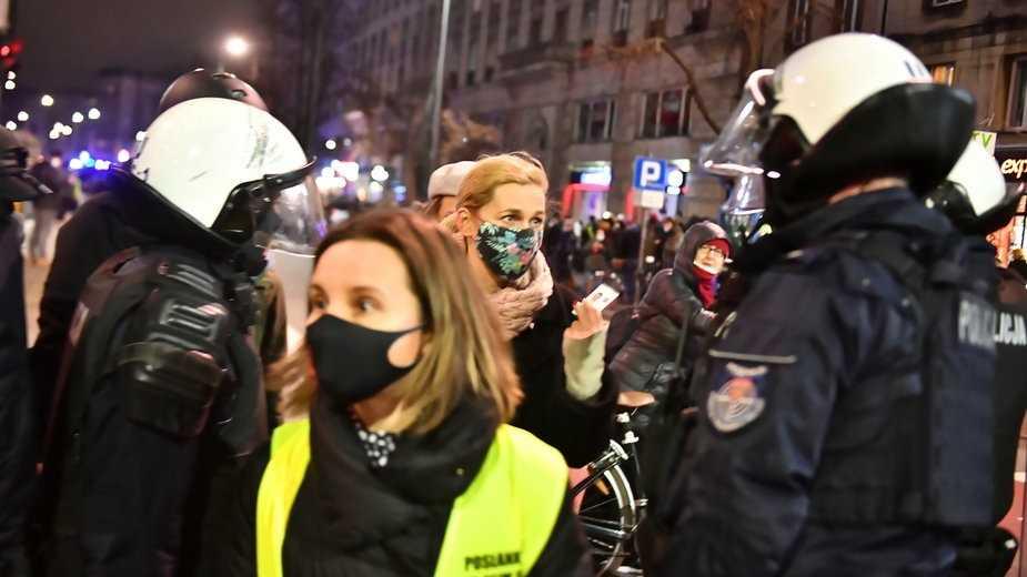 Stołeczna policja o zdarzeniu z posłanką Nowacką: wyjaśnimy to szczegółowo