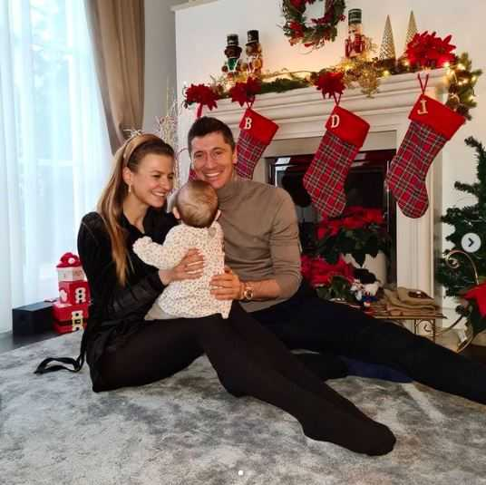Anna Lewandowska jest w trzeciej ciąży? Pokazała świąteczne zdjęcia i wywołała burzę